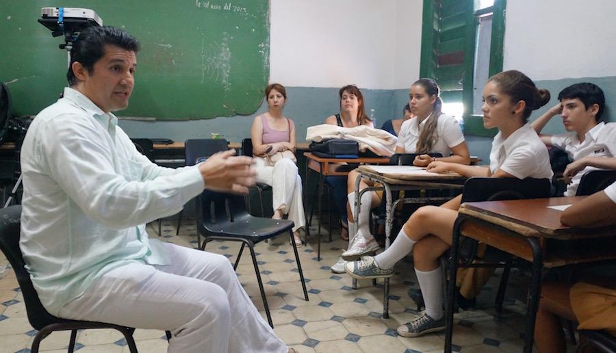 Particles-cuba_luis in class_900